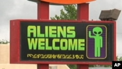 罗斯威尔市一个欢迎外星人的招牌