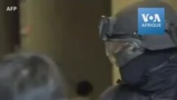 Hong Kong: la police fouille le campus assiégé
