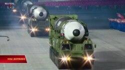 Triều Tiên trưng tên lửa xuyên lục địa mới trong cuộc diễn binh lúc nửa đêm