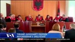 Tiranë: Gjyqtarët padisin reformimin e drejtësisë