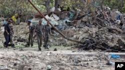 Militares no local da explosão, perto do porto, 4 de Julho, 2020.