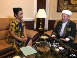 Grand Mufti of Uzbekistan Usmankhan Alimov is interviewed by VOA's Navbahor Imamova, the Uzbek Embassy in Washington, May 21, 2019