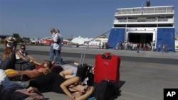 希臘大罷工令到全國交通停頓﹐旅客被迫滯留港口