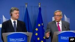 Ukrajinski predsednik Porošenko na konferenciji za medije sa predsednikom Evropske komisije Žan-Klod Junkerom