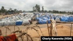 Dans un camp de déplacés en Ituri, dans l'est de la RDC, le 25 mars 2018. (VOA/Charly Kasereka)