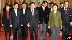 여야 교섭단체 대표들과 회담을 가진 이명박 대통령