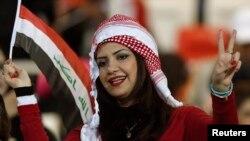 Des fans irakiennes encouragent leur équipe à Isa Town, le 18 janvier 2013.