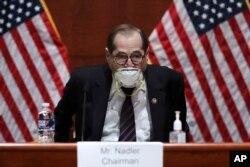 El presidente del Comisión Judicial de la Cámara de Representantes, Jerry Nadler, demócrata por Nueva York, llega a la audiencia sobre la supervisión del Departamento de Justicia en Capitolio, el martes 28 de julio de 2020.