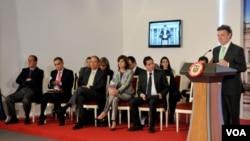 El presidente de Colombia, Juan Manuel Santos. junto a sus ministros durante su alocución en el Palacio de Nariño.