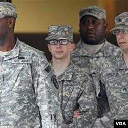 Američki vojnik Bradley Manning na vojnom saslušanju