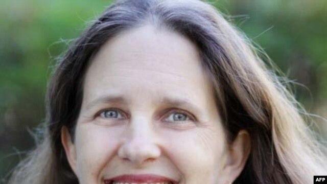 Bà Dana Sachs, một nhà văn rất đam mê viết các đề tài về Việt Nam