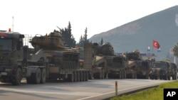 지난 1월 터키-시리아 접경 지역에서 터키군 전차부대가 이동하고 있다. (자료사진)