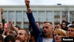 白俄罗斯反对派人士在首都明斯克的独立广场举行示威。(2020年8月25日)
