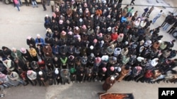 Bugün İdlib'de Beşar Esat'ın adamları tarafından öldürülen Özgür Suriye Ordusu mensubu bir subayın cenaze töreni