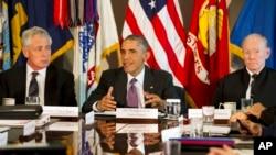 지난 8일 미 국방부에서 기자회견을 가진 바락 오바마 미국 대통령(가운데), 척 헤이글 미국 국방 장관(왼쪽), 마틴 뎀프시 미 합참의장. (자료사진)