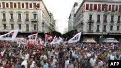 Policia greke boshatis sheshin e protestuesve