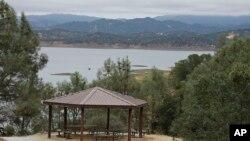 نمایی از دریاچه برییسا، در منطقهای به همین نام، واقع در ایالت کالیفرنیا در شرق ایالات متحده - ۱۹ تیر ۱۳۹۴