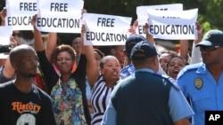 Les étudiants lors d'une manifestation au Cap, Afrique du Sud, 22 octobre 2015.