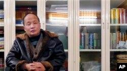 2008年被軟禁在家的中國維權律師鄭恩寵
