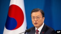 문재인 한국 대통령이 18일 청와대에서 신년 기자회견을 했다.