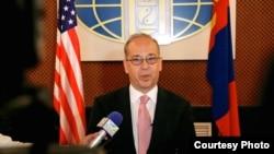 美国国务院助理国务卿拉塞尔(美国国务院图片)