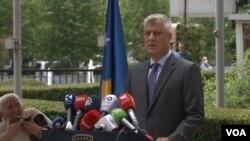 Hašim. tači, predsednik Kosovaa na konferenciji za novinare, 16. juna 2020. u Prištini (Foto: VOA)