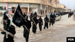 Des militants de l'Etat islamique (VOA)