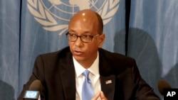 美国裁军大使罗伯特·伍德在瑞士日内瓦发表演讲。(2018年4月19日)