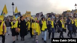 Ruhani Paris'te Protesto Edildi