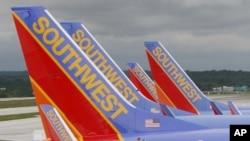 La empresa pide a los pasajeros usar los quioscos del aeropuerto para imprimir pases de abordar y etiquetas de equipaje.