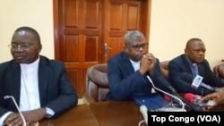 Les évêques de la Conférence épiscopale nationale du Congo (Cenco) lors d'un point de presse à Kinshasa, 11 janvier 2017. (Top Congo/VOA)