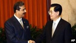 امریکی آپریشن کے دو ہفتوں بعد وزیر اعظم گیلانی نے چین کا سرکاری دورہ کیا۔