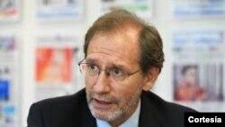 Dr. Eduardo Gamarra, analista y profesor de Ciencias Políticas en la Universidad Internacional de Florida (FIU).