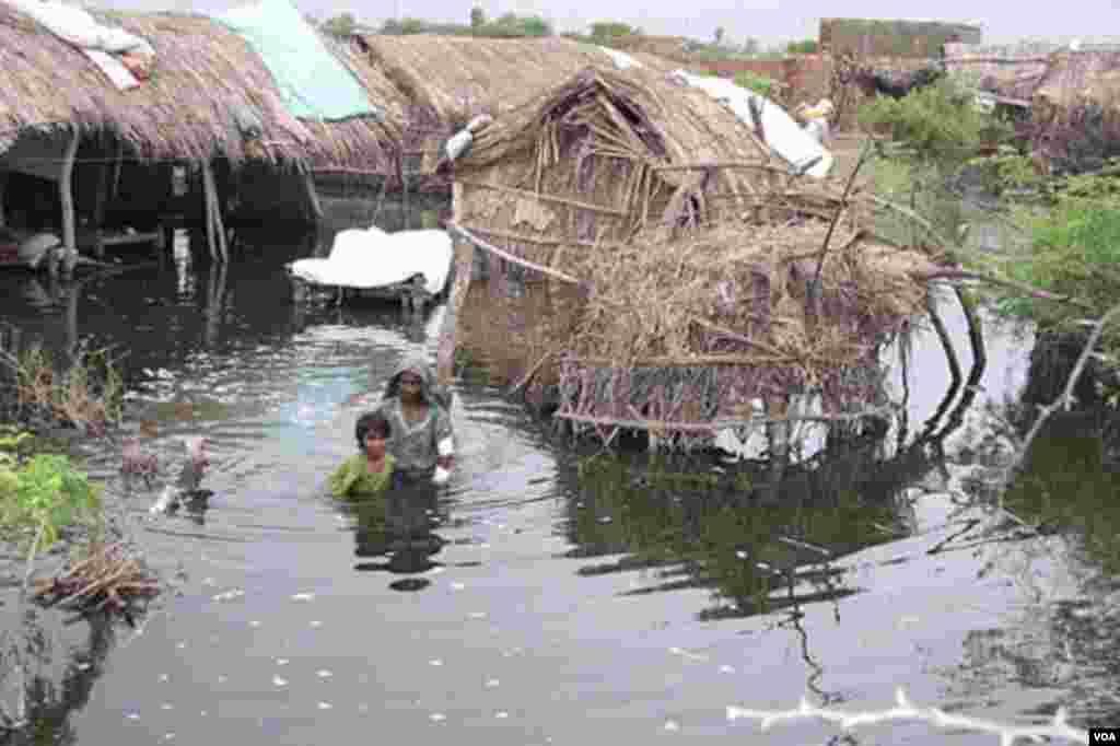 Međunarodna zajednica uključila se u široku akciju pomoći poplavljenim područjima u Pakistanu