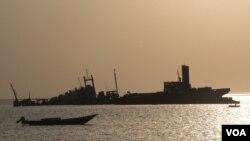 Des bateaux arrivent sur le port de Berbera, Somaliland, le 16 août 2016. (J. Patinkin/VOA)