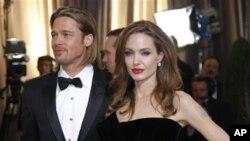 Brad Pitt y Angelina Jolie, anunciaron su compromiso hace pocos meses luego de 7 años de relación.