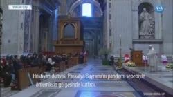 """Papa'dan Paskalya'da """"Silah Değil Aşı Alın"""" Mesajı"""