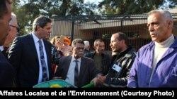 Le ministre de l'Environnement tunisien, Riadh Mouakher, visite le zoo du Belvédère jeudi 2 mars 2017 après la mort d'un crocodile, agressé par des visiteurs.