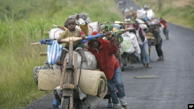 Congolese flee the eastern Congolese town of Sake, 27km west of Goma, Friday November 23, 2012.