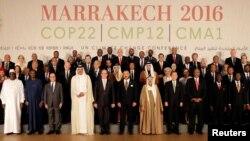 Les dirigeants du monde posent pour une photo de famille à la Conférence sur le climat COP22 à Marrakech, Marco, 15 novembre 2016.