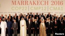 Les leaders mondiaux posent pour une photo à la COP22 à Marrakech, au Maroc, le 15 novembre 2016.