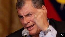 """El mandatario ecuatoriano argumentó en redes sociales, que no permitirá que """"nadie manipule ni a los soldados ni al país""""."""