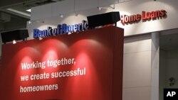 """美国银行在旧金山一个建筑商会议上设立的服务台,红色板块上面的文字是""""我们共同努力就能够创造出成功的房主"""""""