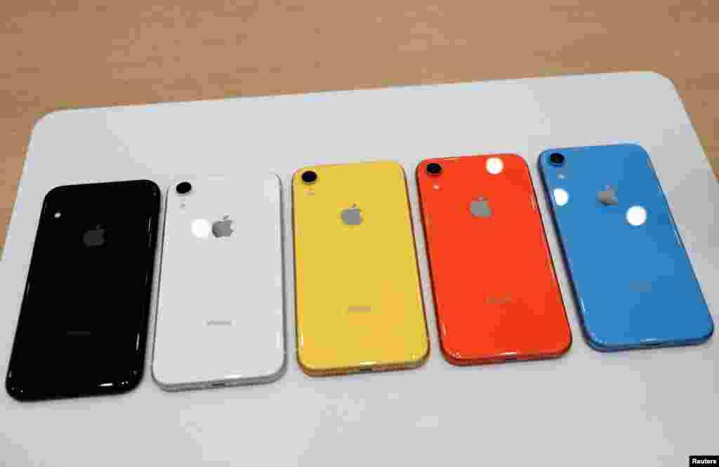 رونمایی از سه آیفون جدید شرکت اپل در کالیفرنیا. یکی از این سه آیفون، مدل«ایکس آر» است که در رنگ های متنوع به بازار عرضه می شود.