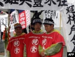 退伍军人在台湾总统府前不远处抗议示威
