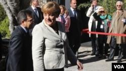 Başbakan Angela Merkel anketlerde önde gidiyor