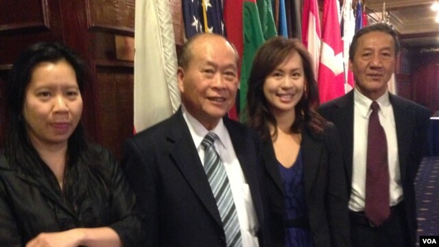 Phái đoàn của Tổ chức Quốc tế Yểm trợ Cao trào Nhân bản tại Việt Nam.