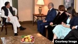 عمران خان تېره ورځ پاکستان ته رسېدلی