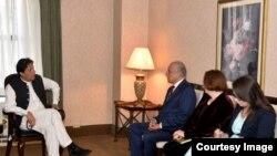 وزیر اعظم عمران خان افغان امن عمل کیلئے امریکی نمائندے زلمے خلیل زاد سے ملاقات کر رہے ہیں