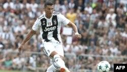 Cristiano Ronaldo, marque un but lors du match opposant la Juventus A et la Juventus B, Itlaie, le 12 août 2018